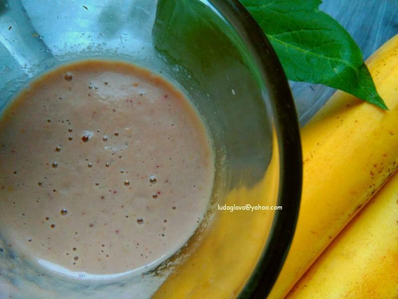 Шејк со кисело млеко и овошје