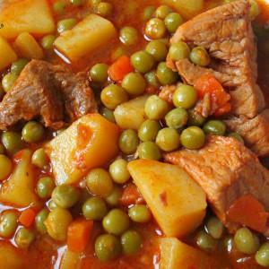 Свинско со компири и грашок