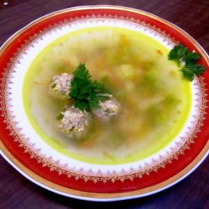 Руска супа со топчиња од мелено месо