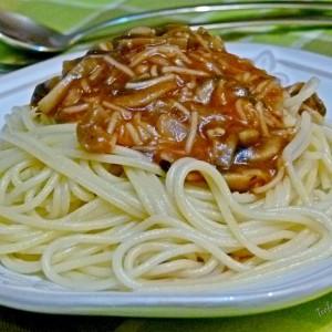 Шпагети со печурки во доматен сос (посно)