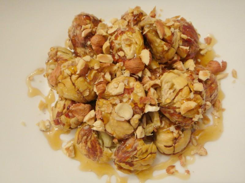 Печени костени прелиени со мед и лешници