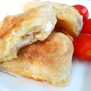 Сучена пита со сирење и топена маст