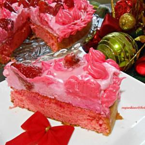 Крем-мус торта со јагоди