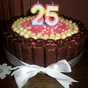 Роденденска карамел банана торта (без печење)
