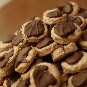 Интегрални колачиња со пиво, семки и чоколадо