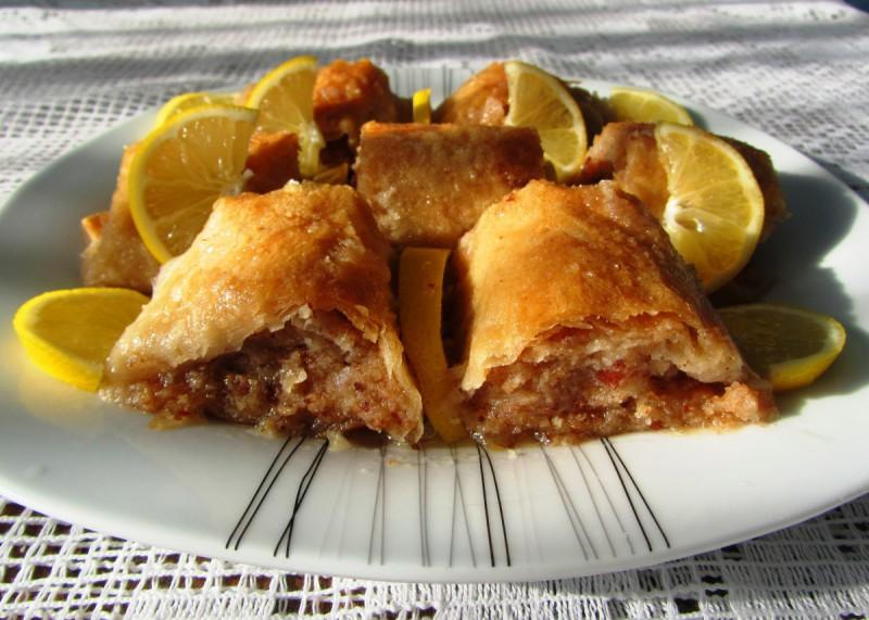 Баклава со кекси и бадеми