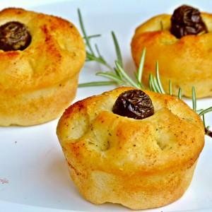 Мини фокачи со маслинки, рузмарин и лук (посно)