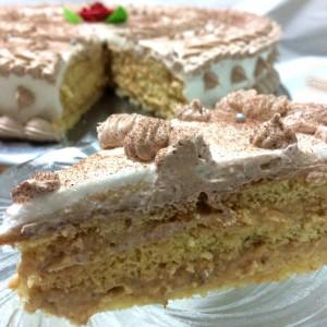 Торта со пудинг од ванила и орев