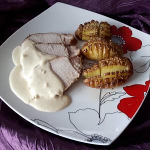 Свинско филе со сос од лук