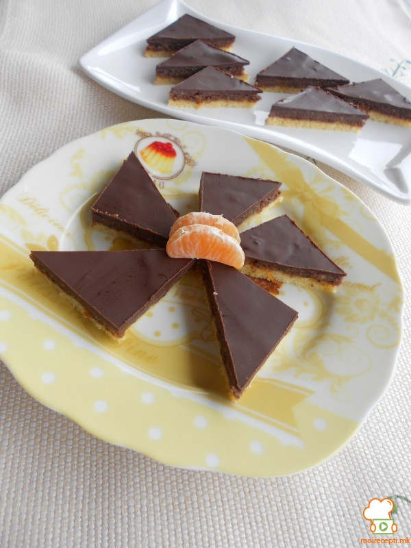 Триаголници со сок од мандарини и сок од портокал