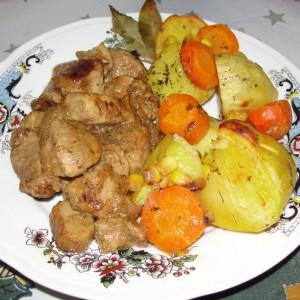Свинско печење со вргањ и бело вино