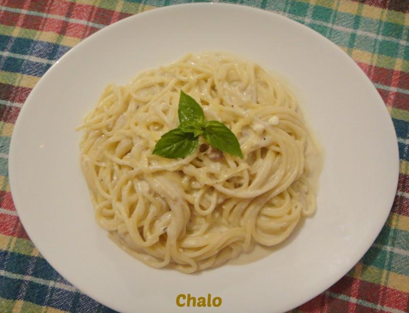 Шпагети во млечен сос со песто