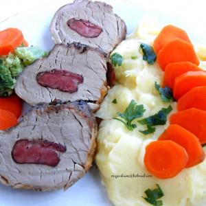 Свински бифтек полнет со домашно димено месо