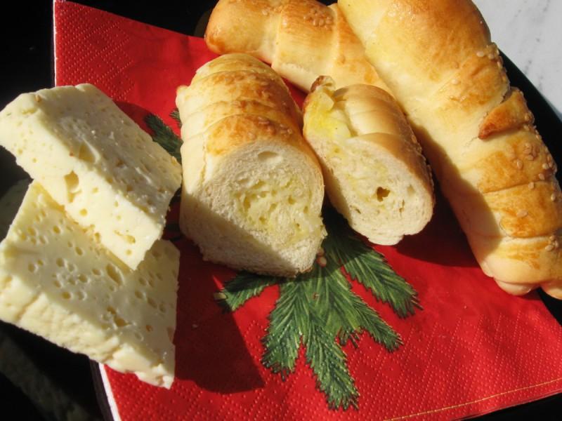 Кифлички со биено сирење