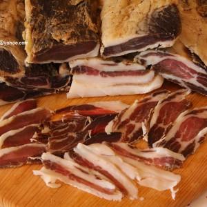 Домашно димено и природно сушено месо