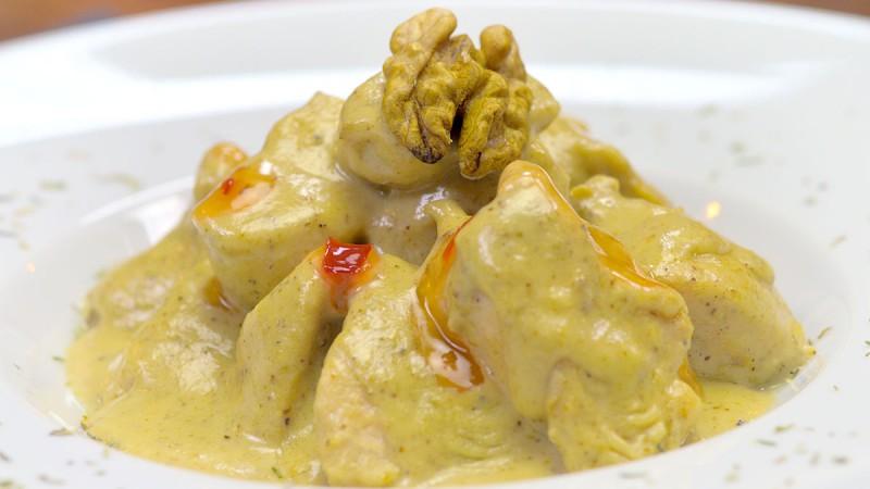 Видео рецепт: Пилешко во сос од ореви