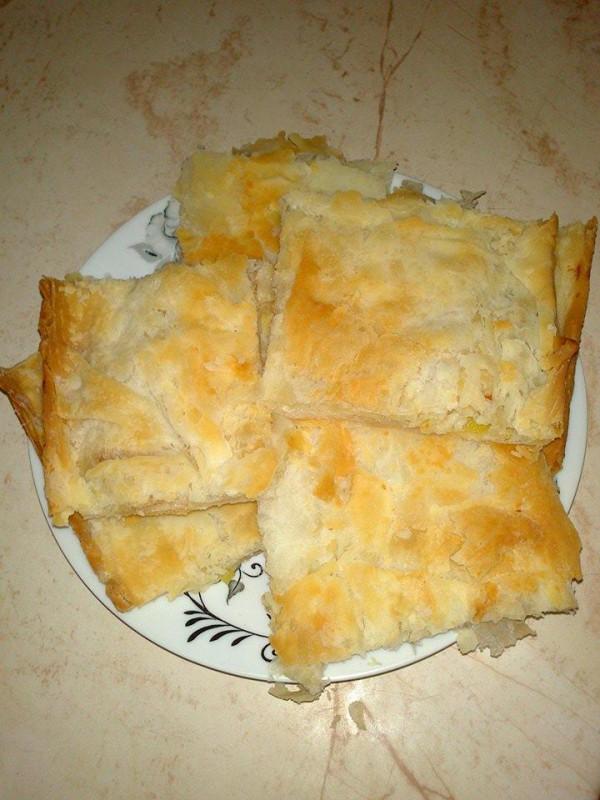 Зелник на битолски начин (со праз и сирење)