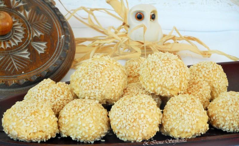 Солени топчиња со мастика
