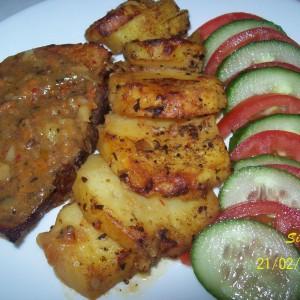 Свинско и компири во сос