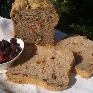 Лепче со маслинки и суви домати во мулти пекач