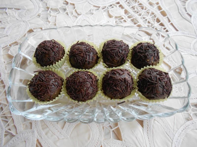 Бомбици со чоколаден ликер