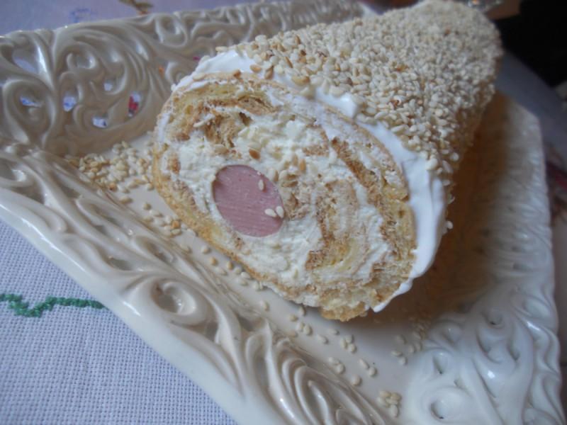 Солен ролат со варено тесто