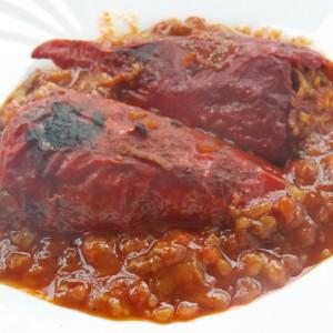 Полнети пиперки во доматен сос