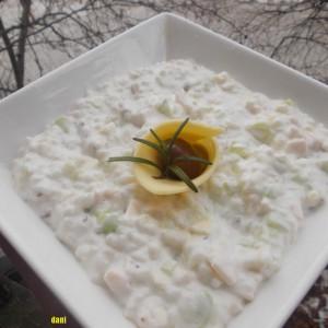 Празнична салата со ореви и сусам