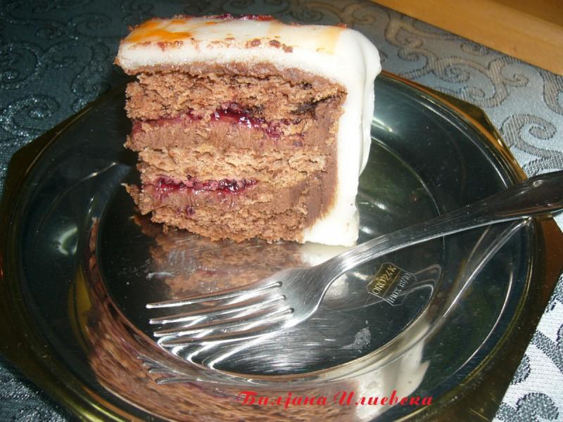 Чоколадна торта со прелив од вишни (роденденска)