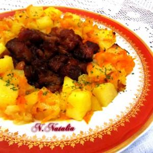 Пржено свинско со печени компири и морков