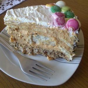 Шеќерна торта со карамел фил и кроасани