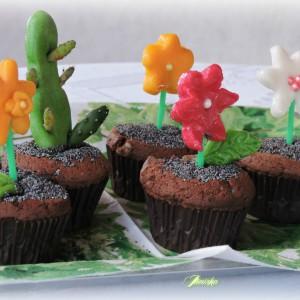 Мафин саксии со цвеќиња