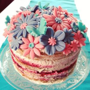 Лесна торта со црвено овошје