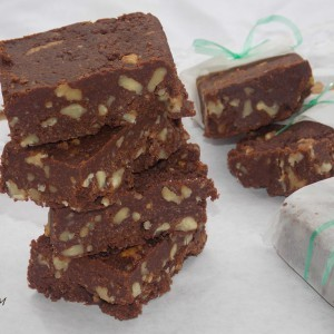 Чоколадни коцки со ореви