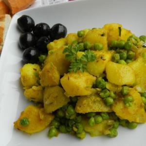 Компири и грашок со кари (посно)