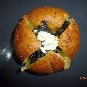 Лебчиња со маслинки и кашкавал