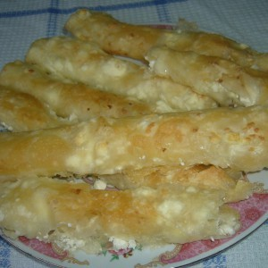 Домашни тегнети кори со сирење (со нишесте во тестото)