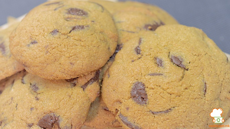 Видео рецепт: Здрави колачи со овес и чоколадо