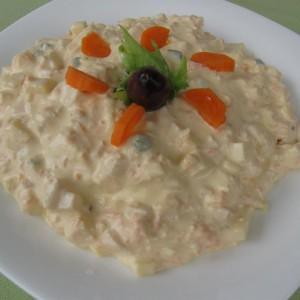 Брза салата со мајонез и зеленчук