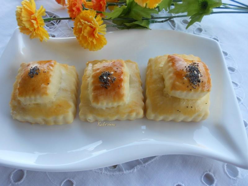 Четвртасти меки кифли со зелени маслинки