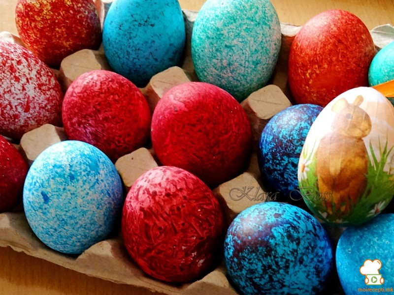 Боење велигденски јајца со ориз
