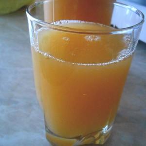 Густ домашен сок од праски и дуњи