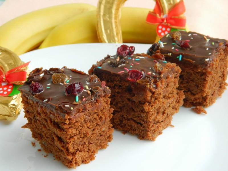 Чоко-банана торта со мармалад од кајсии (посно)