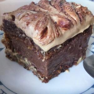 Чоколадни коцки со карамел (без брашно)
