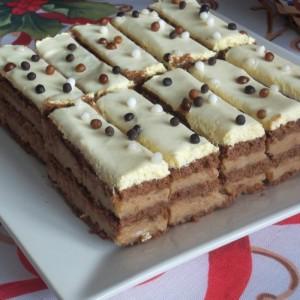 Бисквит колач со лешници