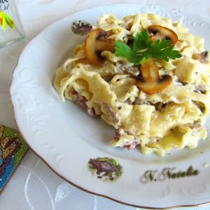 Тестенини во сос од печурки