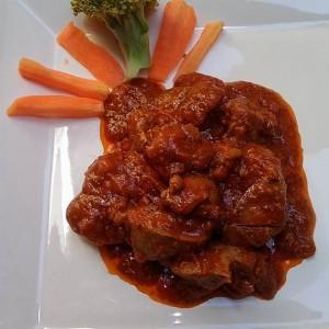 Пилешки џигер со печурки и доматен сос