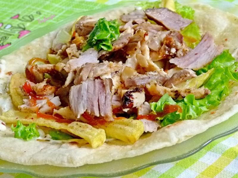Гиро со маринирано месо