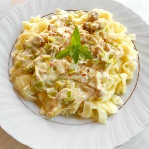 Домашни резанци (или тестенини) со сос од печено месо