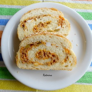 Векна од прекрасно тесто со мелено пржено месо